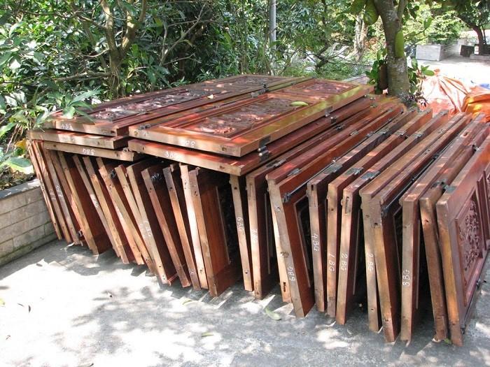 Dịch vụ thu mua cửa gỗ cũ giá cao Thủy Mừng